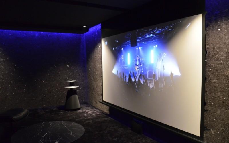 Ekrany projekcyjne do kina domowego